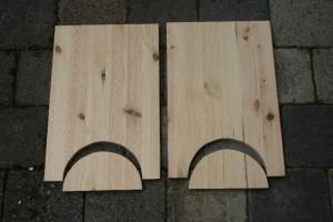Bild 2: Die Seitenteile mit ausgesägten Standflächen.