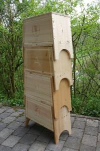 Bild 5: mehrere Kisten lassen sich platzsparend stapeln